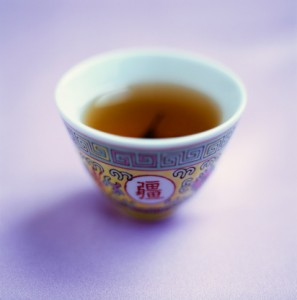 behandeling acupunctuur Nijmegen begint met intakegesprek met kopje Chinese thee